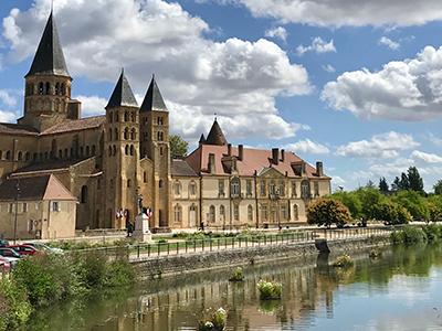 Activités alentours : La Basilique de Paray-le-Monial