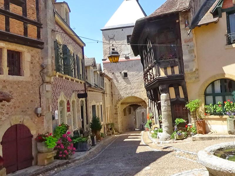 Activités alentours Perrigny-sur-Loire : Bourbon-Lancy, centre ancien - Photo©jsl